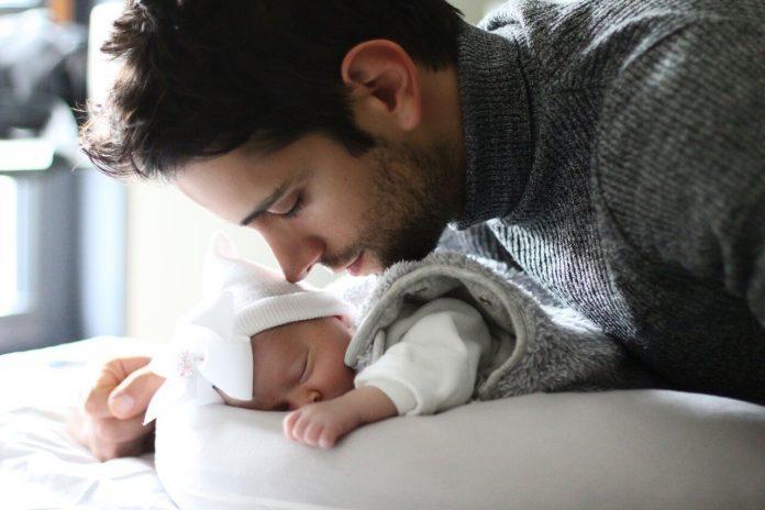 Congedo di paternità obbligatorio: 10 giorni per il 2021