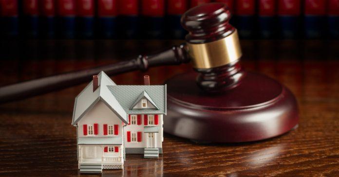 Immobili pignorati e trasferiti con decreto: indicazione in dichiarazione di successione?